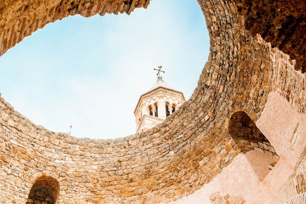 Glockenturm einer Kirche in Split, Kroatien