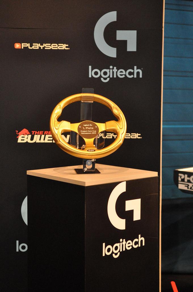 Goldenes Lenkrad Logitech