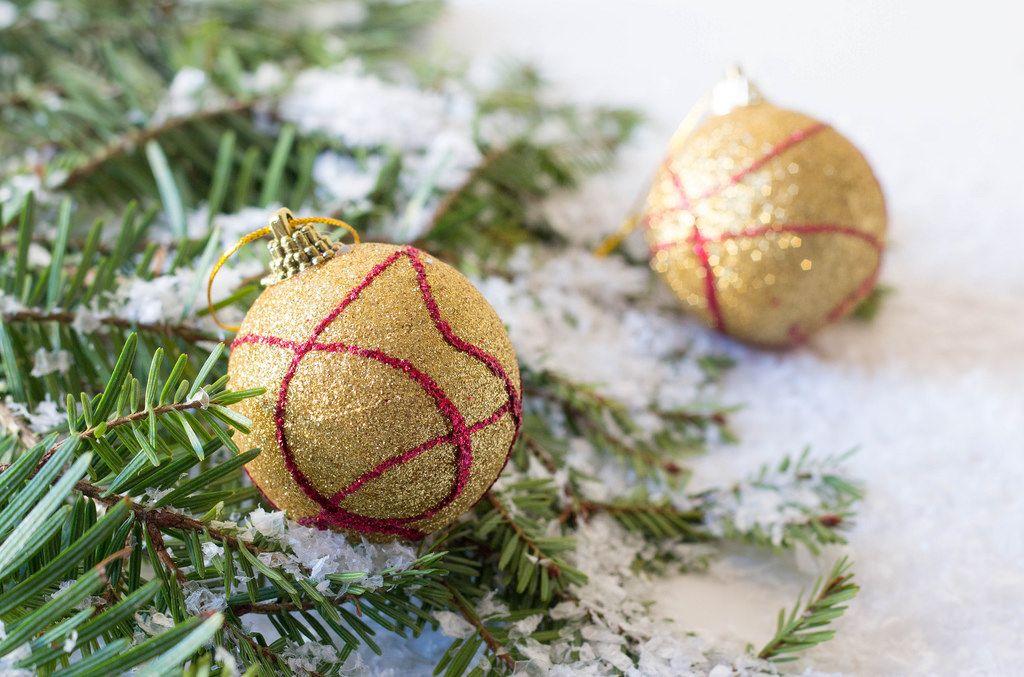 Goldfarbene Weihnachtsbaumkugeln