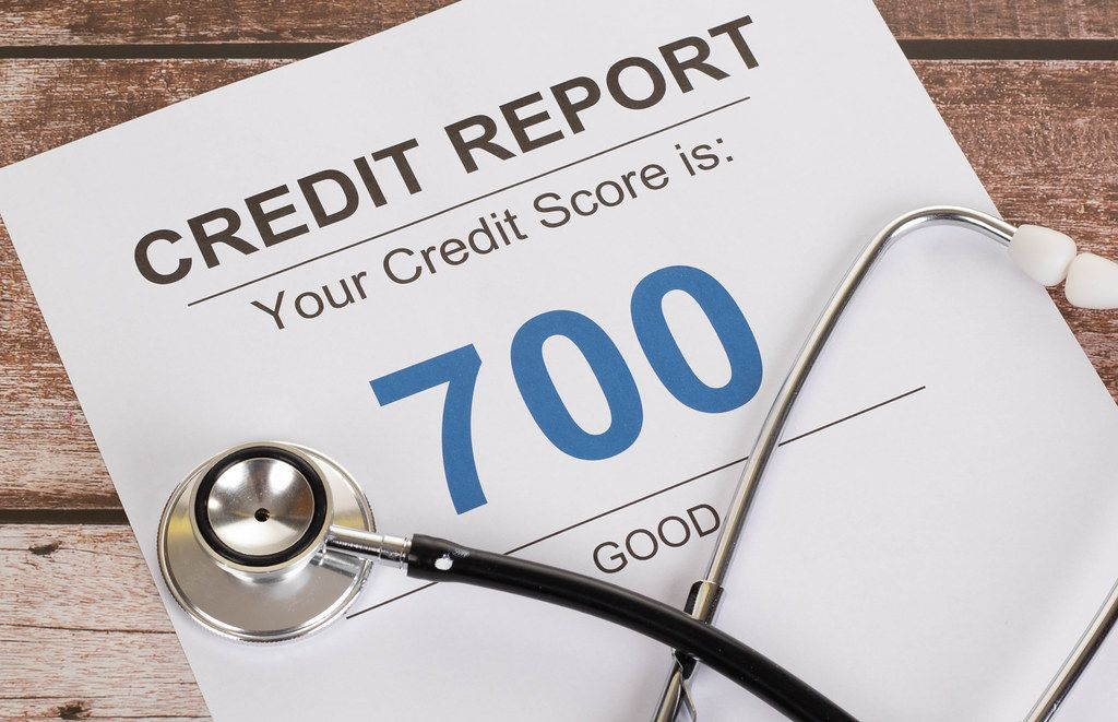Good credit score of 700 with stethoscope