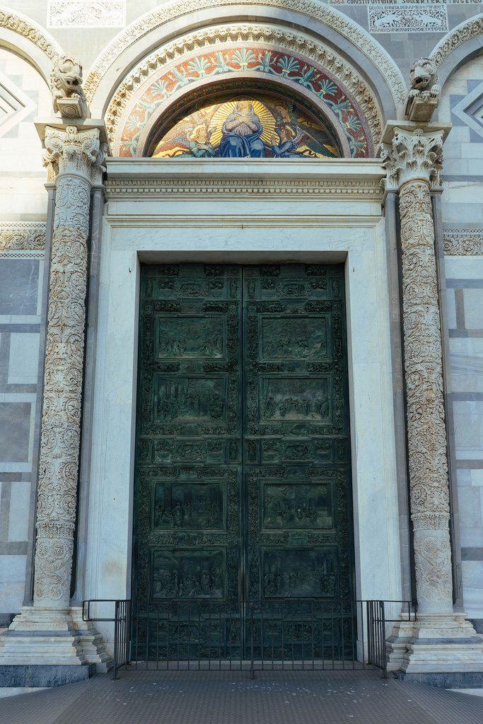 Green door of Italian Pisa Cathedral / Grüne Tür der italienischen Pisa Kathedrale