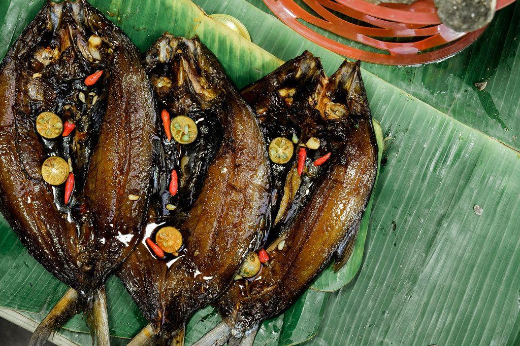 Grilled milkfish served on banana leaves (Flip 2019)