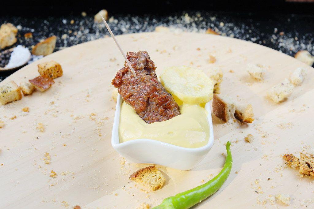 Grilled minced meat roll in mustard (Flip 2019)