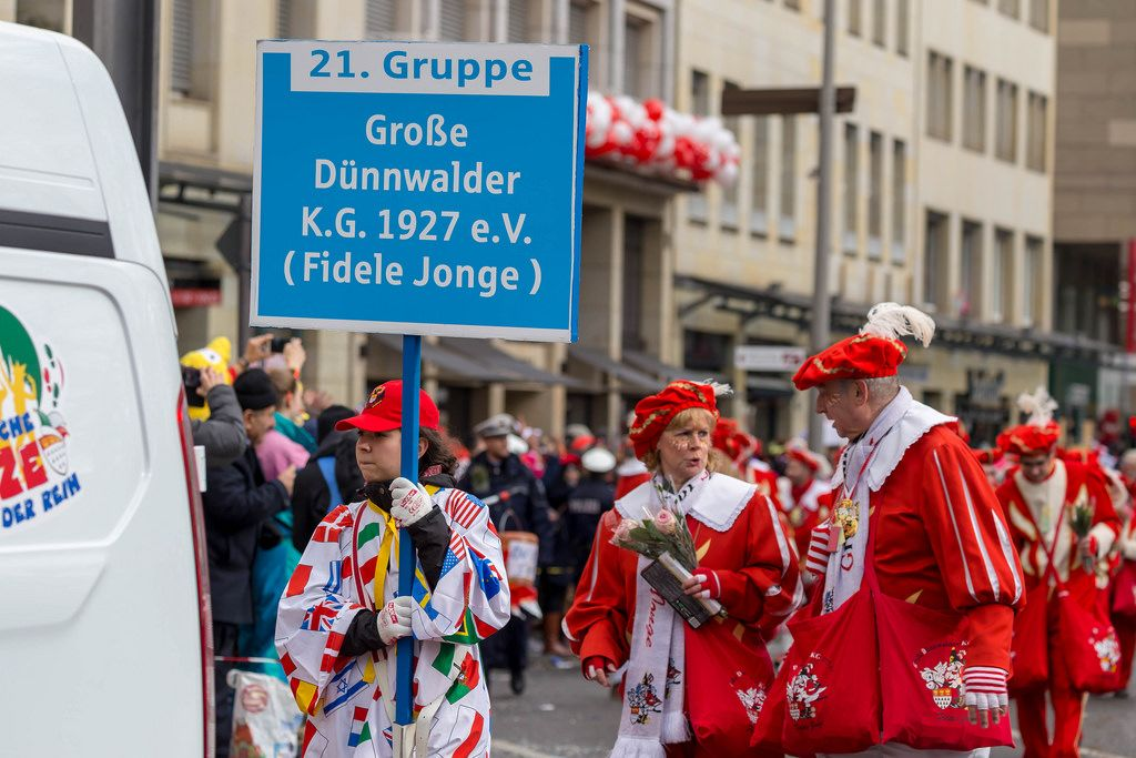 Große Dünnwalder K.G. beim Rosenmontagszug - Kölner Karneval 2018