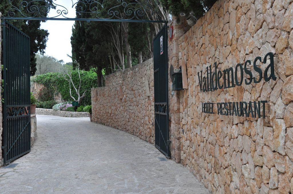 Großes Tor vor dem Hotel Valldemossa
