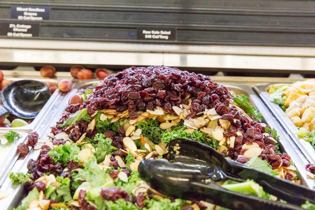 Grünkohlsalat mit getrockneten Cranneberrys