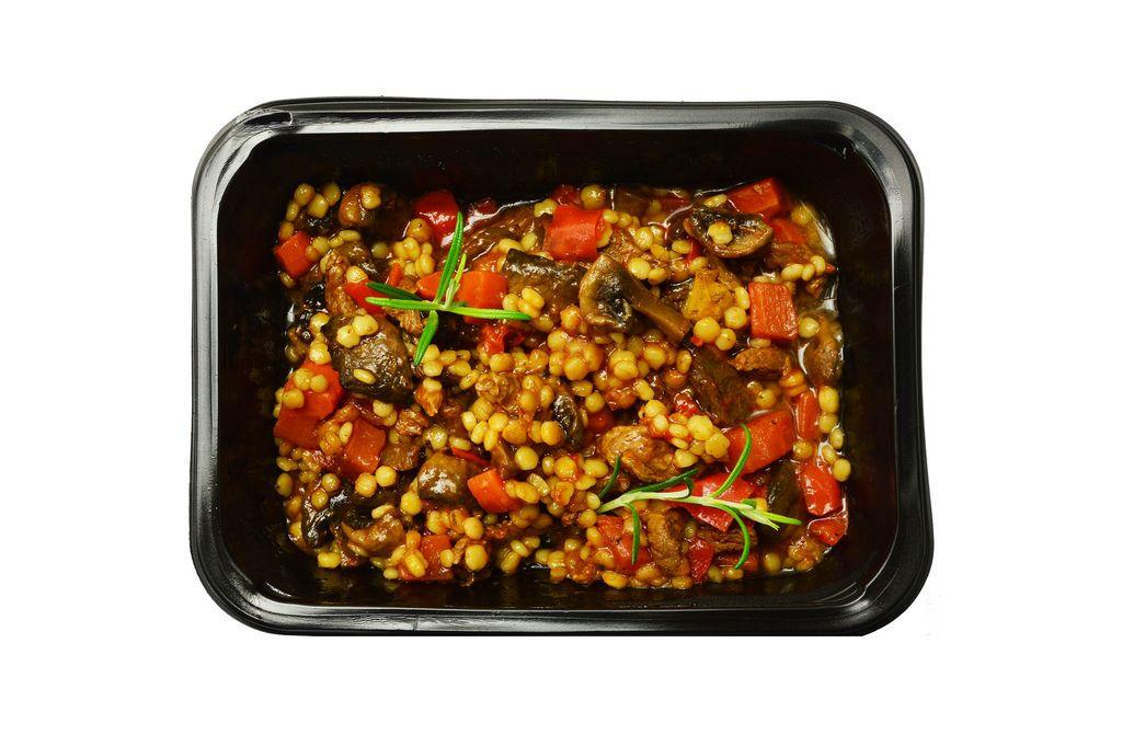 Grütze mit Rindfleisch und Gemüse