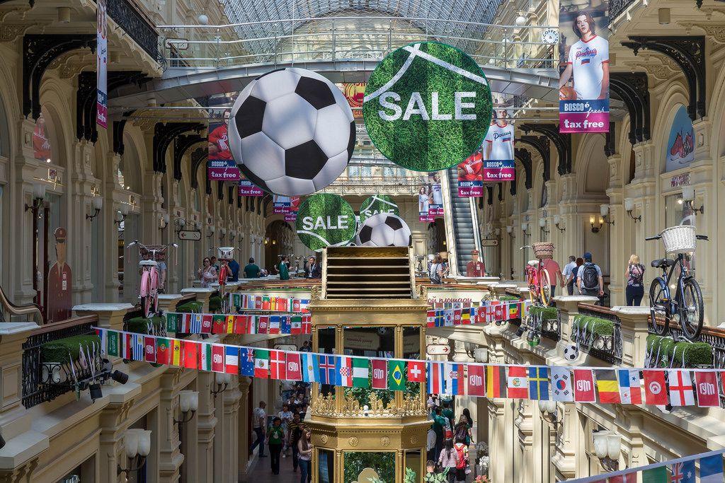 GUM Einkaufszentrum in Moskau in WM-Stimmung