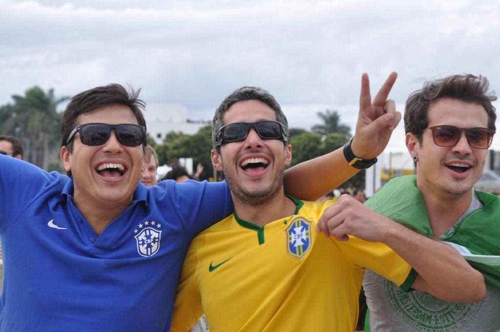Gut gelaunte brasilianische Fußball-Fans - Fußball-WM 2014, Brasilien