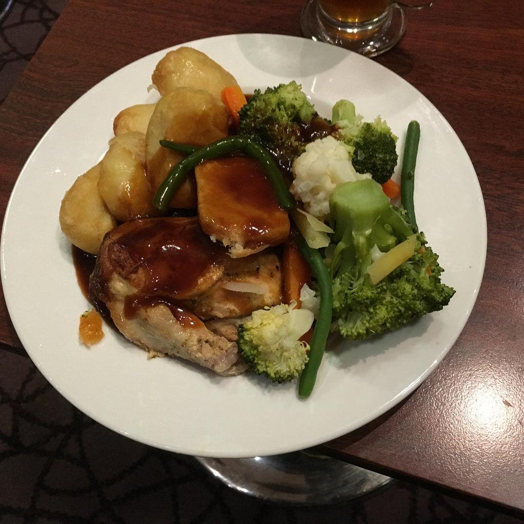 Hähnchen mit Kartoffeln und Gemüse