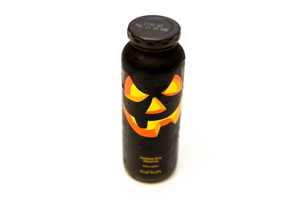Halloween-Edition: True Fruits Pumpkin Spice Smoothie in black Design with apple, Ceylon cinnamon, nutmeg & cloves