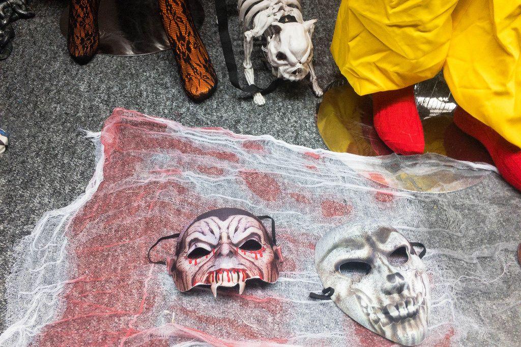 Halloween Masken: Vampir und Totenkopf