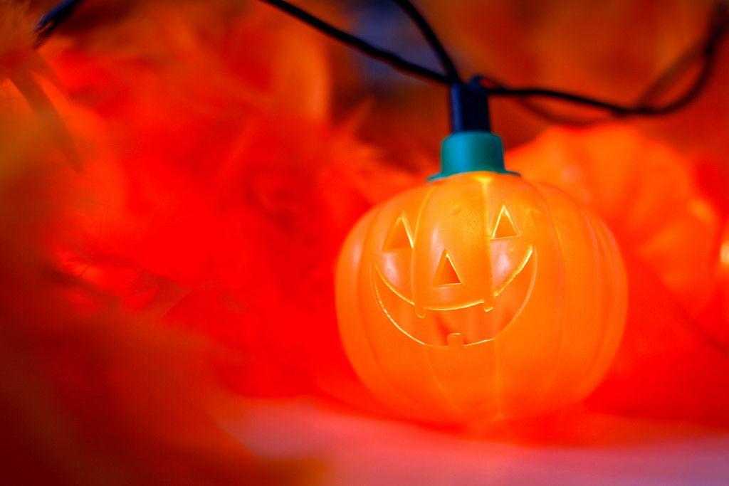Halloween: Pumpkin Light close-up