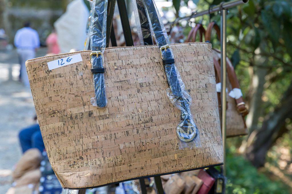 Handtasche aus Kork als Souvenir