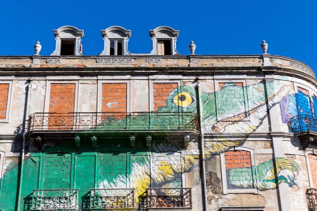 Haus in Lissabon mit BP-Ungeheuer