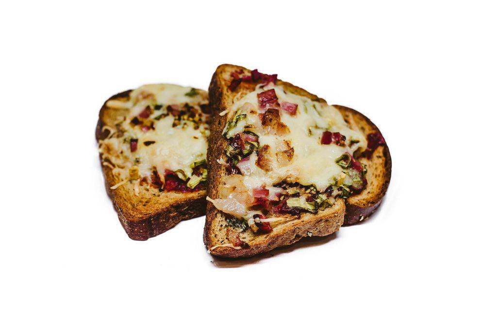 Heiße Toasts mit Schinken und Käse