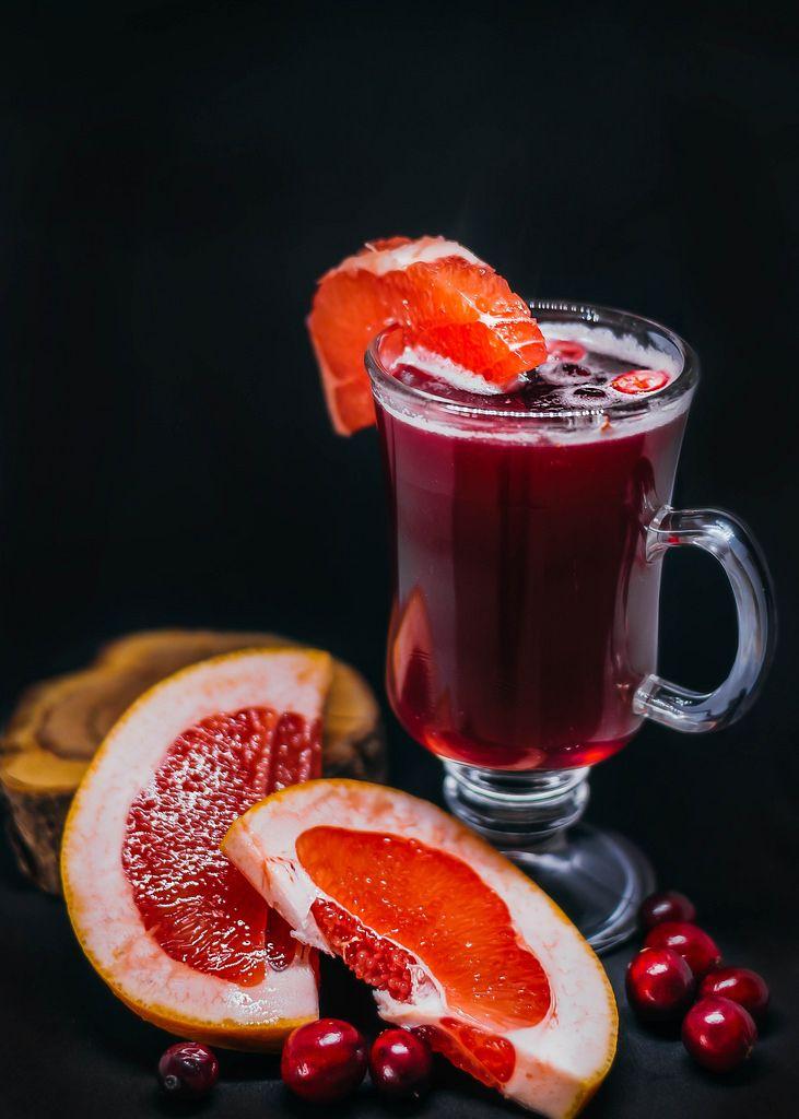 Heißgetränk mit Grapefruit und Cranberry