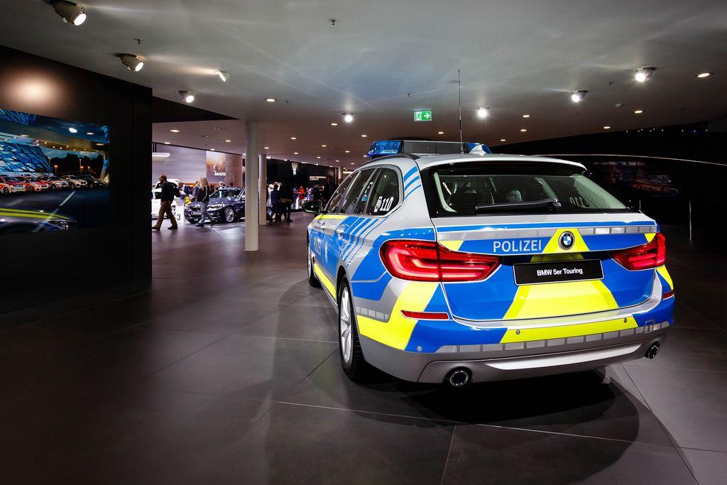 Hinteransicht des neuen BMW 5er Touring als Polizeiwagen  bei der IAA 2017