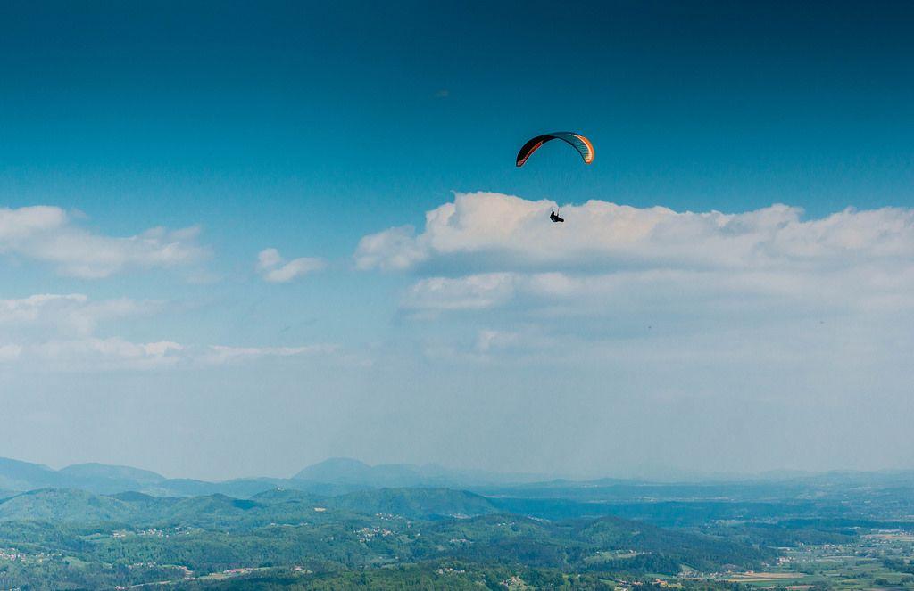 Hochfliegender Paraglider