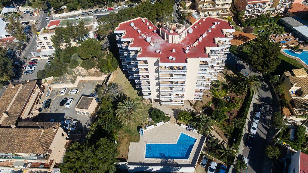 Hotel in der Straße Carrer de la Dragonera in Peguera, Mallorca