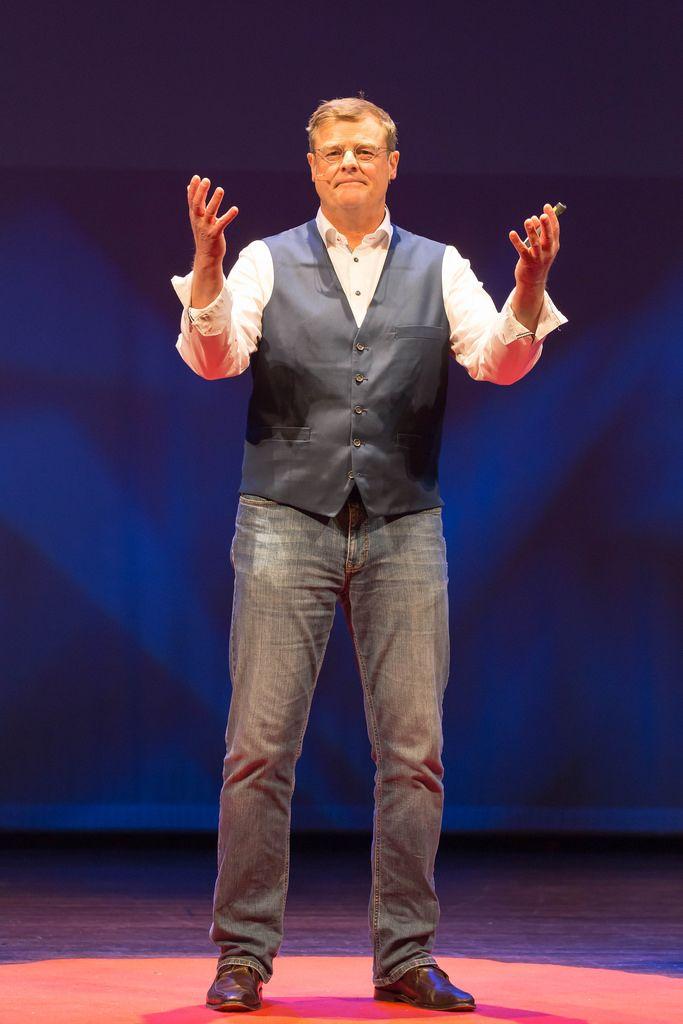 Howard Lettinga trägt über die Werkzeuge zum Leben vor - TEDxVenlo 2017