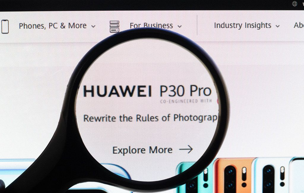 Huawei P30 Pro text under magnifying glass