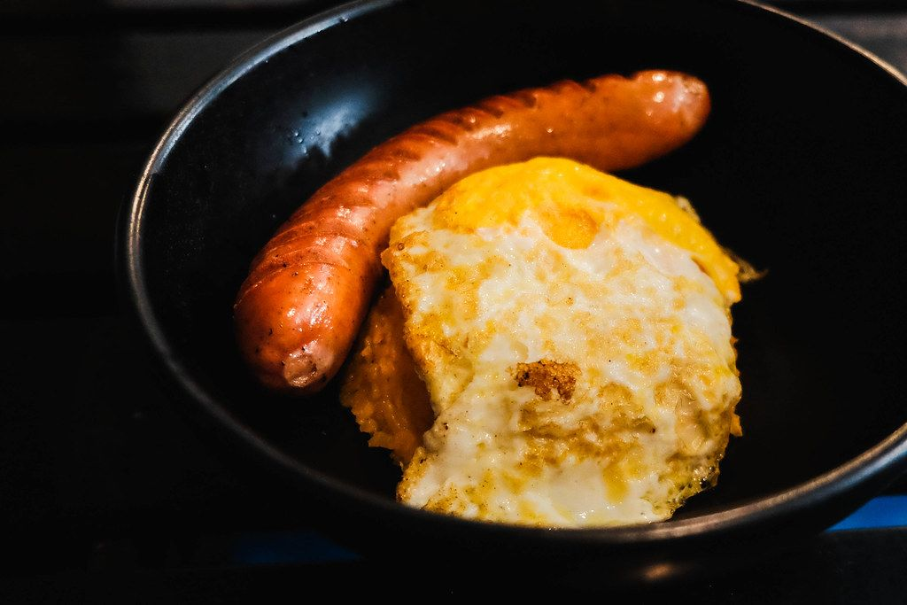 Hungarian sausage with egg in a black bowl