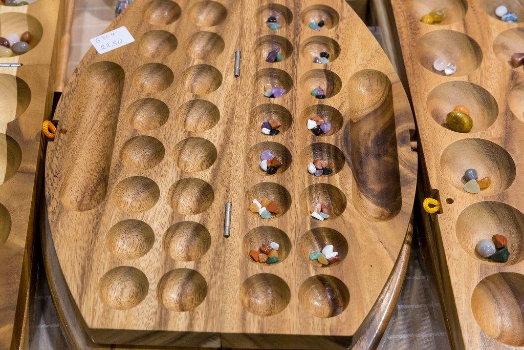 Hus - Bao - Kalaha - Mancala - Steinchenspiel - Edelsteinspiel aus Samena-Holz