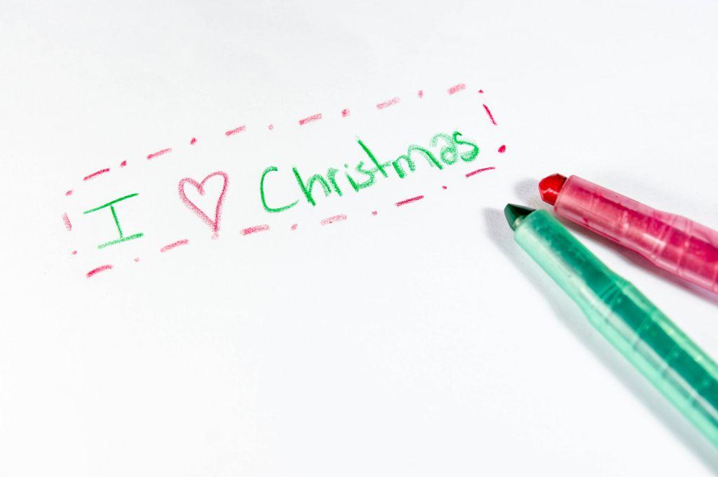I love christmas, geschrieben auf einem Blatt Papier