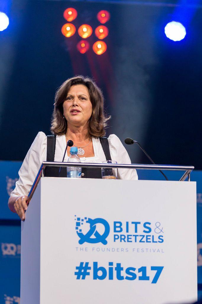 Ilse Aigner auf der Bits & Pretzels 2017