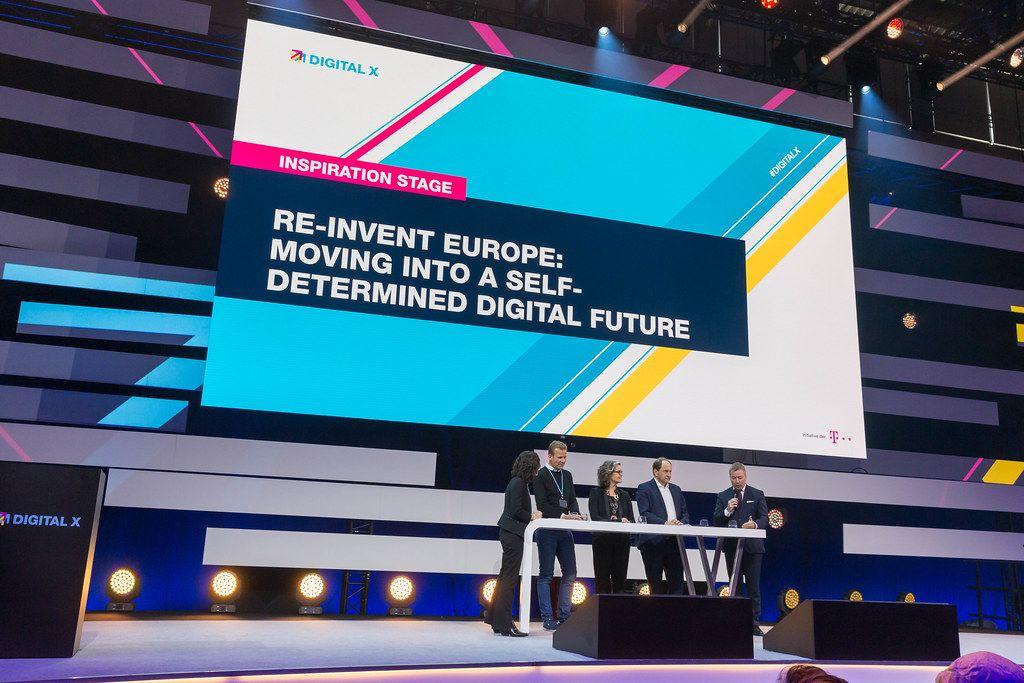 Inspirationsbühne Diskussion über Europas Selbstbestimmte digitale Zukunft
