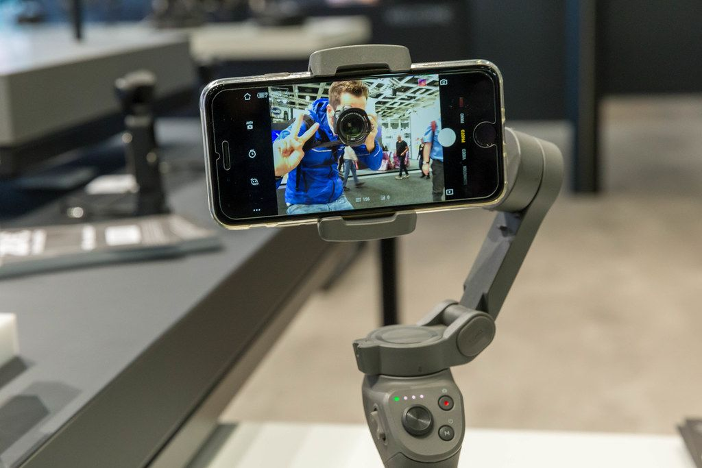 Intelligenter Smartphone-Gimbal: DJI Osmo Mobile 3 with Aktive Track Modus