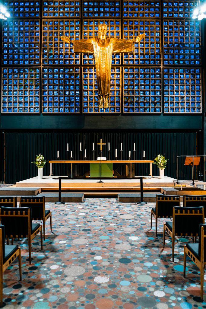 Interior of modern church FOYER an der Gedächtniskirche (Flip 2019)