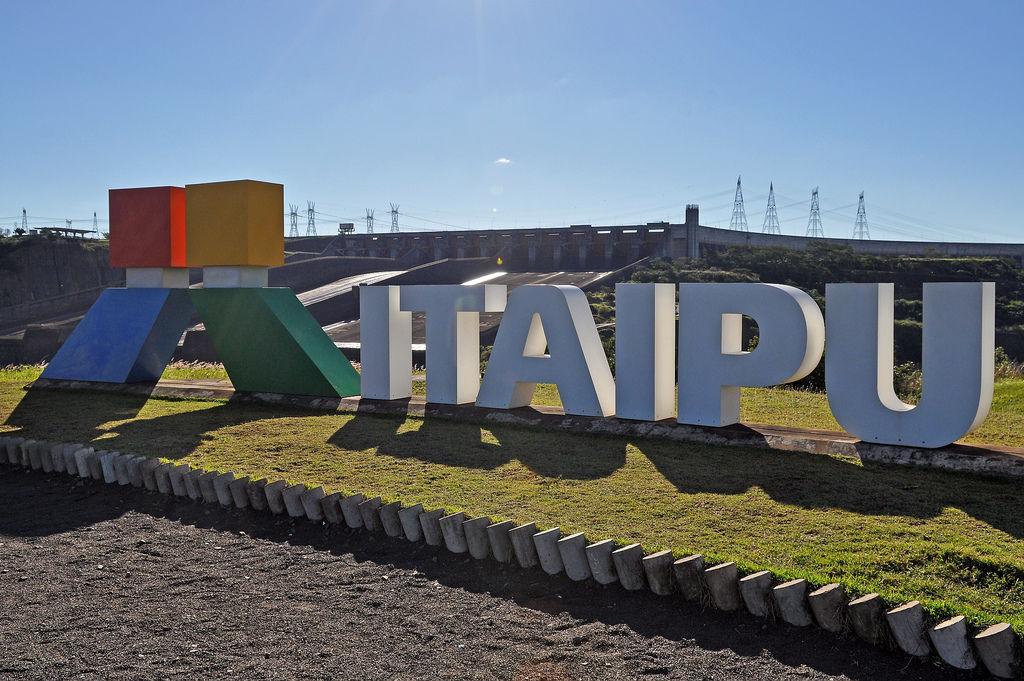 ITAIPU-Staudamm in Brasilien & Paraguay
