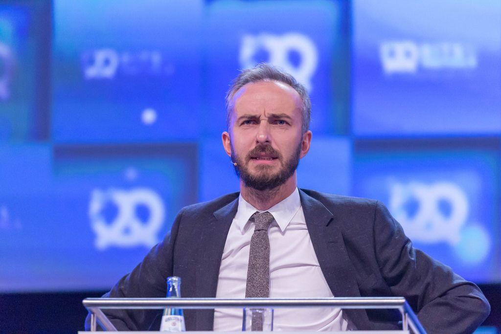 Jan Böhmermann guckt skeptisch