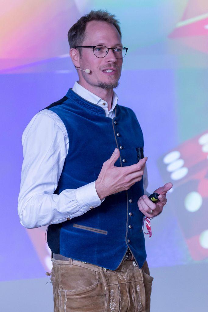 Jan Heitman Giving a speech at the Bits & Pretzels Festival 2018