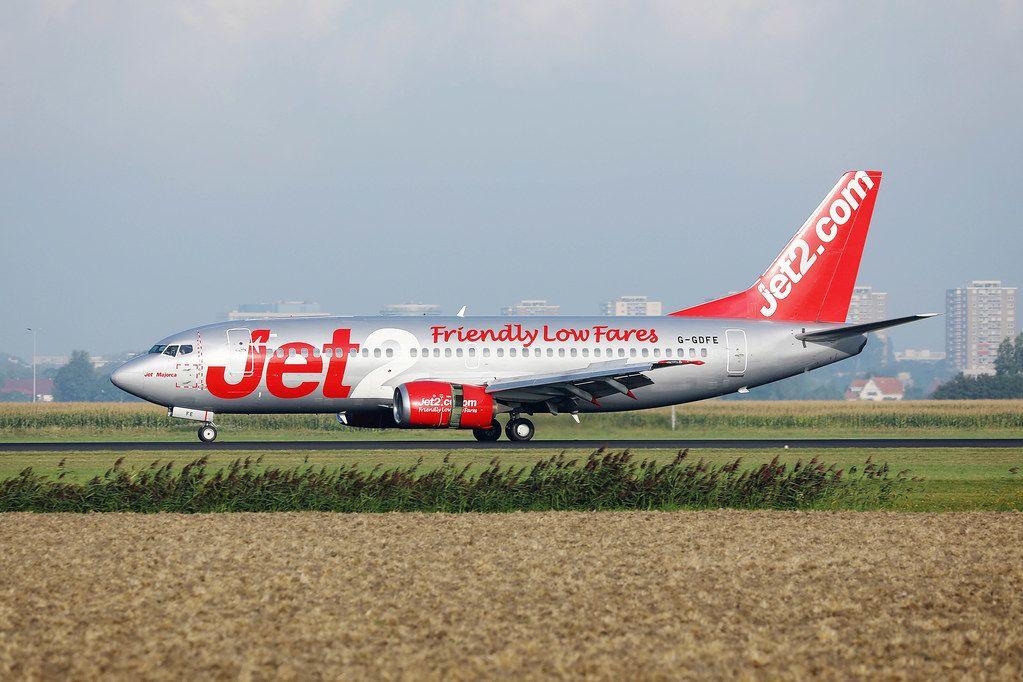 Jet2 Flugzeug auf dem Rollfeld des Amsterdam Schiphol Flughafens