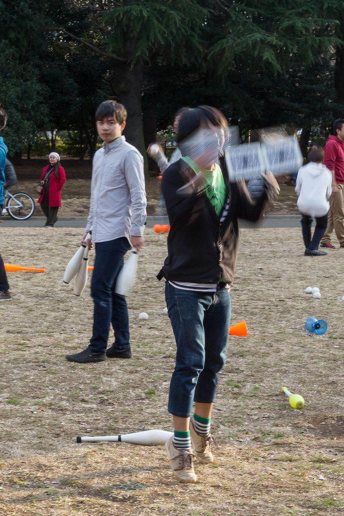 Jonglierende Jugendliche