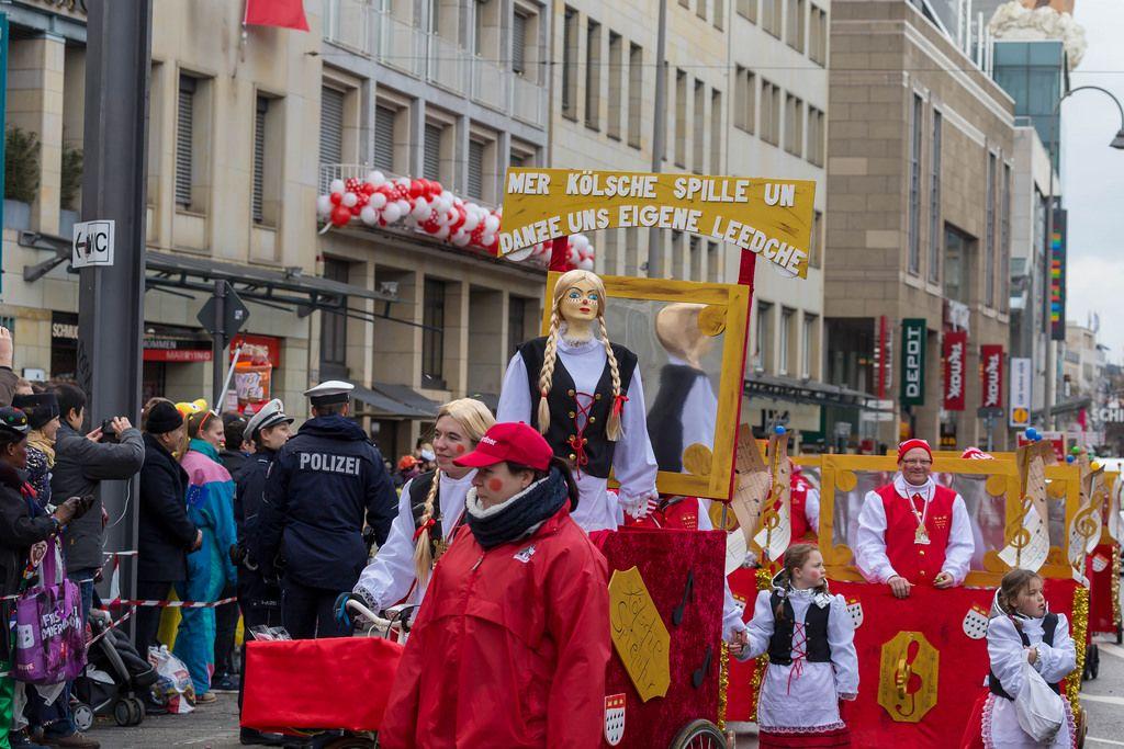 K.G. UHU von 1924 Köln-Dellbrück beim Rosenmontagszug - Kölner Karneval 2018