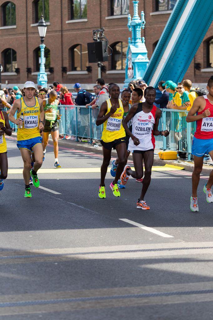 Kaan Kigen Ozbilen, Robert Chemonges und weitere Läufer (Marathon Finale) bei den IAAF Leichtathletik-Weltmeisterschaften 2017 in London