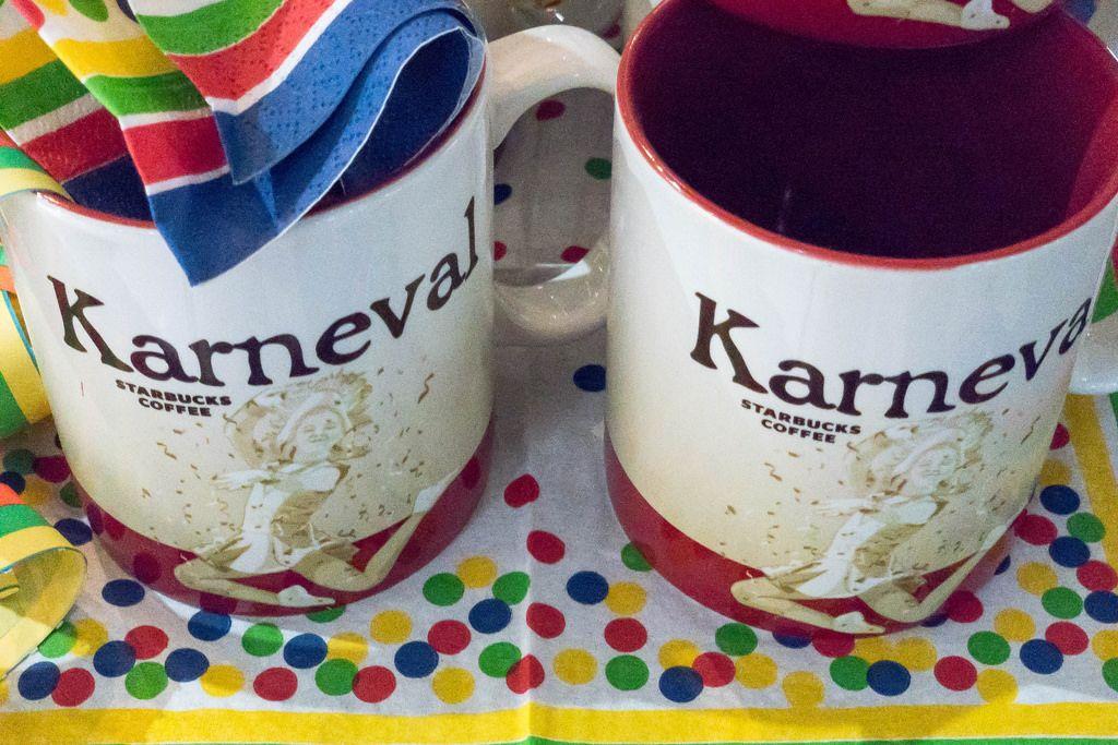 Karneval-Kaffeetassen im Starbucks