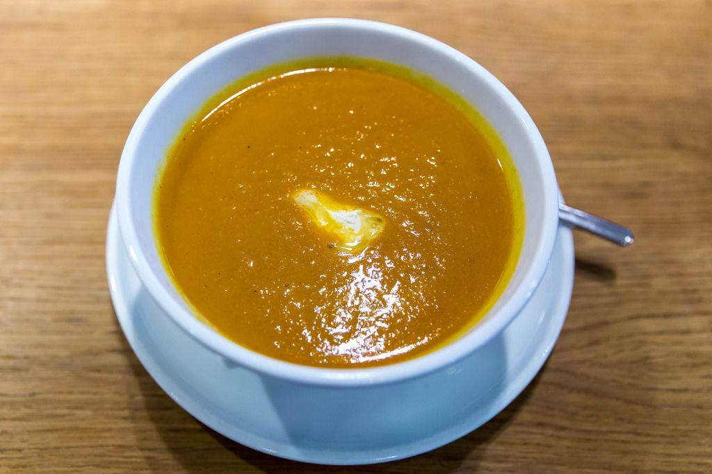 Karottensuppe mit Curry und Ingwer