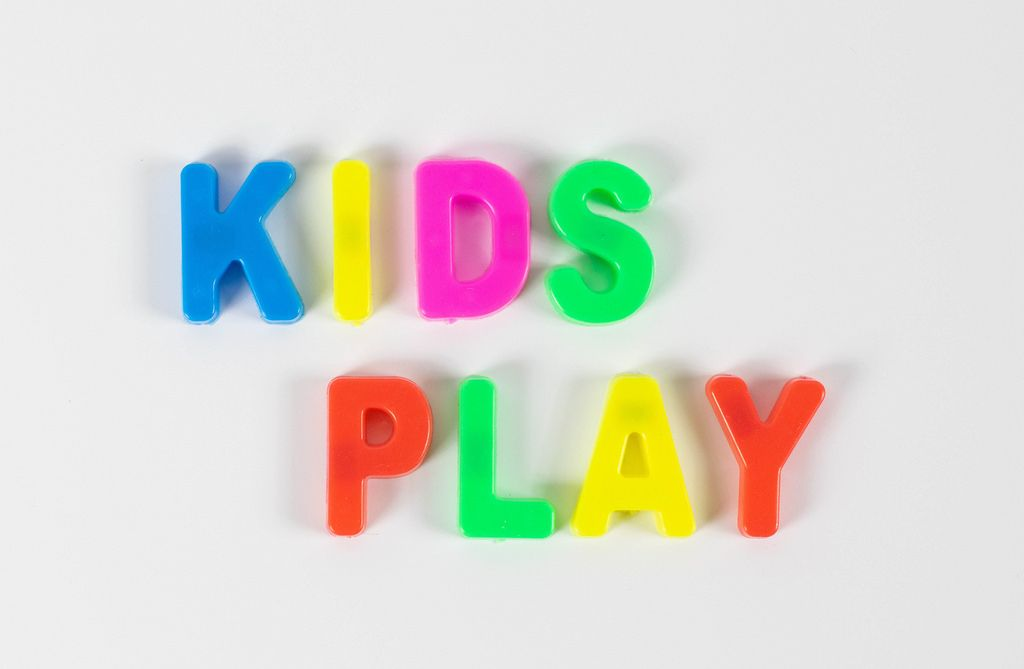Kids play written with colorful letters