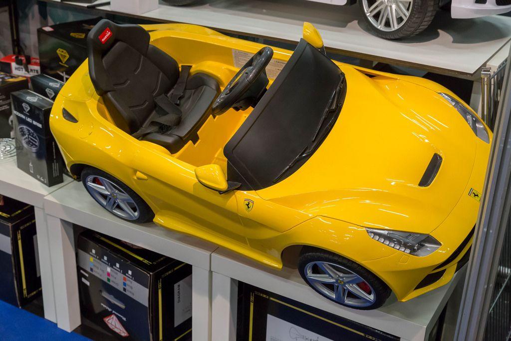 Kinderfahrzeug Gelber Ferrari - IAW Köln 2018