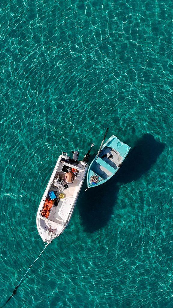Kleine Fischerboote aus der Vogelperspektive
