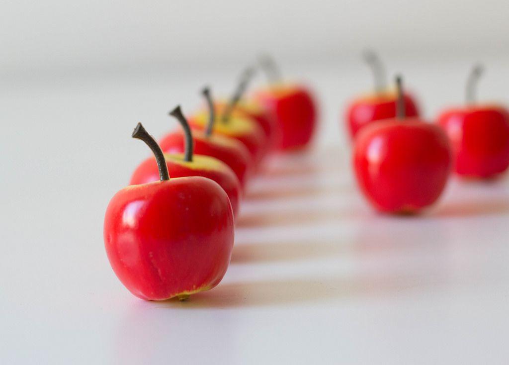 Kleine rote Äpfel