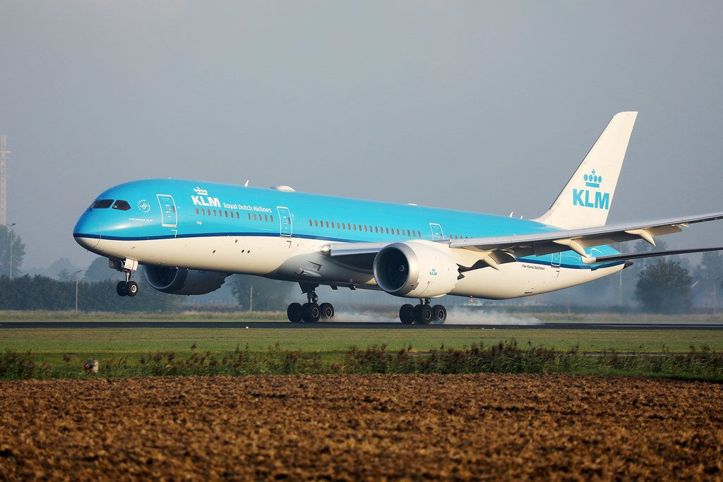 KLM Flugzeug landet Touchdown auf dem Amsterdam Schiphol Flughafen