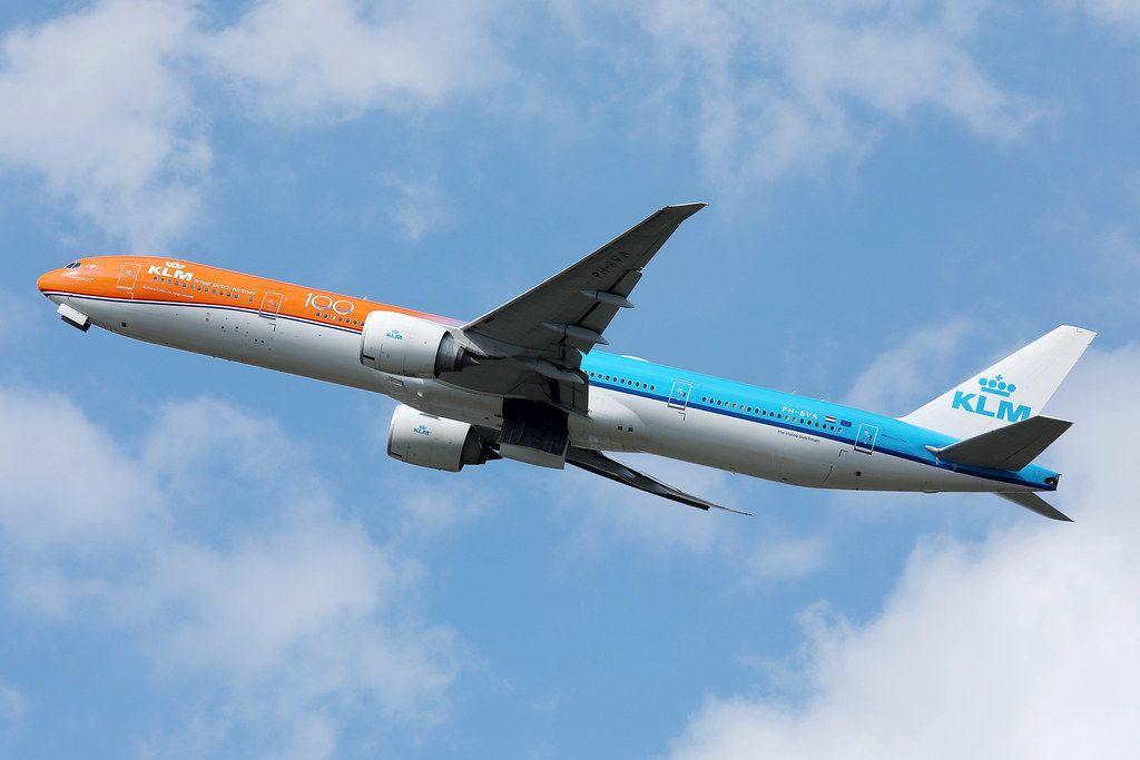 KLM orange pride livery Flugzeug PH-BVA in der Luft