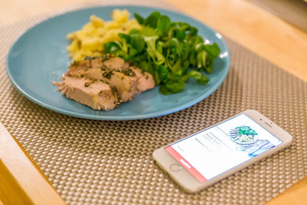 Kochen per Hellofresh-App: Schweine-Filet mit Dukkah-Kräuter-Kruste, Kartoffeln und Feldsalat