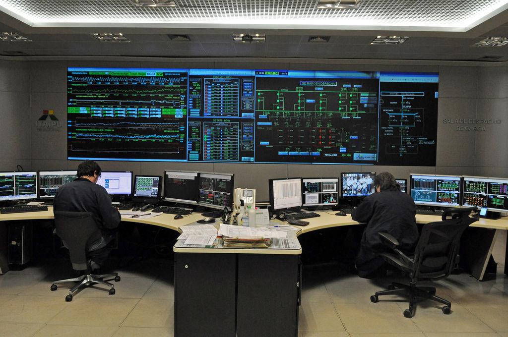 Kommandozentrale im Itaipu-Wasserkraftwerk